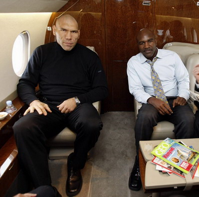 Nikolai Valuev and Evander Holyfield taking some time off before their Dream Match bout
